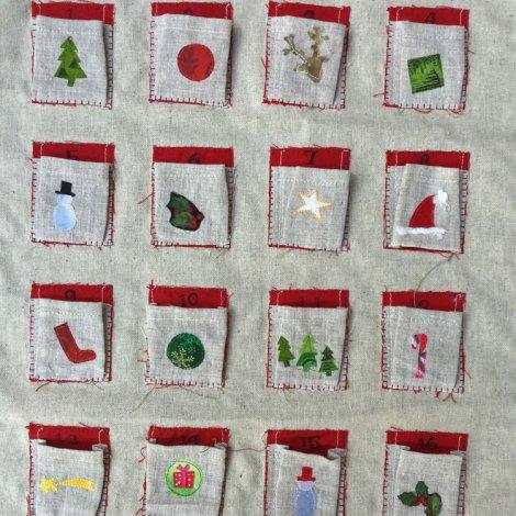 calendario de adviento de lino con chocolates