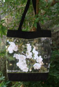 Bolso de patchwork con panel de flores